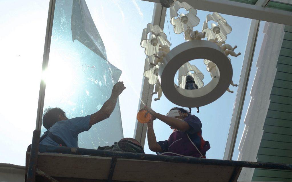people installing window films