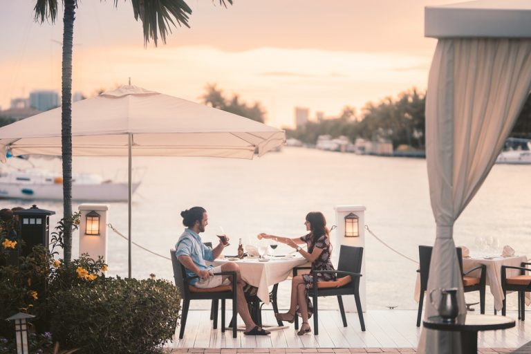 couple outdoor dining